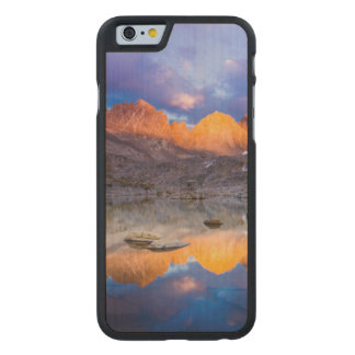Reflexión de la montaña, California Funda De iPhone 6 Carved® Slim De Arce