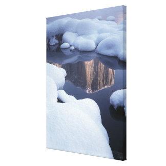 Reflexión de la montaña en el río 2 impresiones en lienzo estiradas