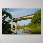 Reflexión del puente de Lee en James River Póster