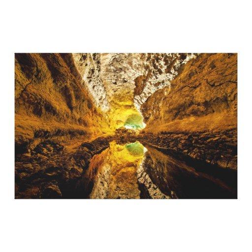 Reflexión en Water Cueva de los Verdes España Impresión En Lona