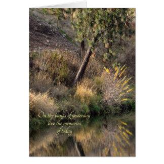 Reflexiones de la orilla del río que piensan en tarjeta de felicitación
