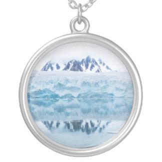 Reflexiones del glaciar, Noruega Collar Plateado