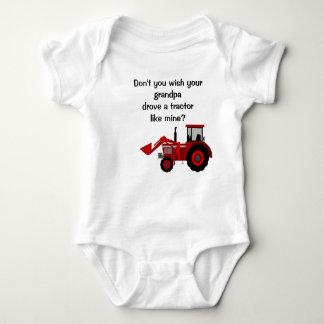 Refrán divertido del abuelo rojo del tractor del body para bebé
