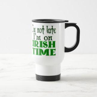 Refrán divertido del tiempo irlandés - modificado taza de viaje