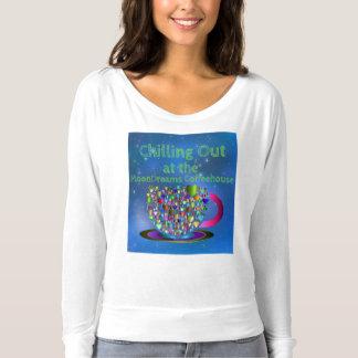 Refrigeración hacia fuera en el café de MoonDreams Camiseta