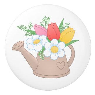 Regadera del jardín con las flores pomo de cerámica