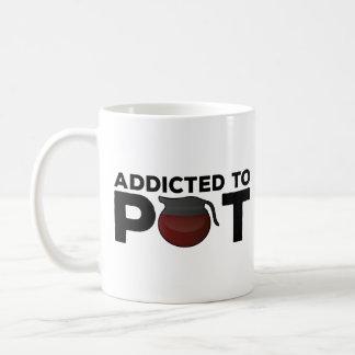 Regalo divertido de la taza de café - enviciado al