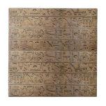 Regalo egipcio antiguo del diseñador de los jerogl azulejo cuadrado pequeño