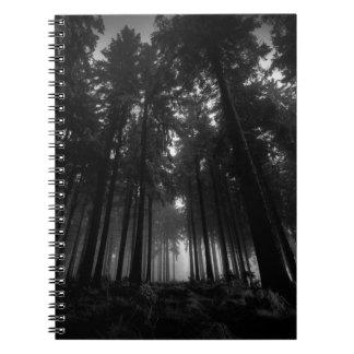 Regalos blancos y negros frescos del silencio de libros de apuntes