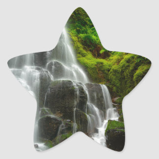 Regalos de la cascada del bosque de la naturaleza pegatina en forma de estrella