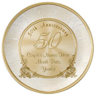 Regalos del aniversario de boda de oro con su plato de porcelana