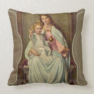 Reina coronada del cielo Jesús infantil que Cojín Decorativo