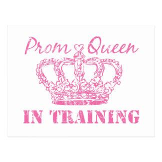 Reina de baile de fin de curso en el entrenamiento tarjeta postal