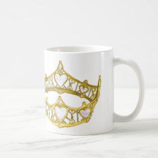 Reina de la taza de la corona de los corazones