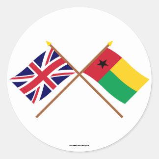 Reino Unido y banderas cruzadas Guinea-Bissau Etiqueta Redonda