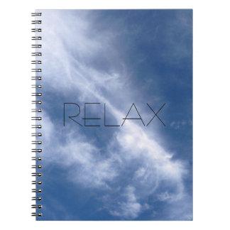Relaje el cuaderno de la naturaleza del cielo azul