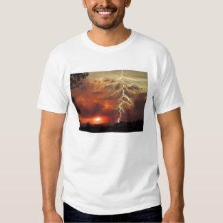 relámpago en la puesta del sol camisetas