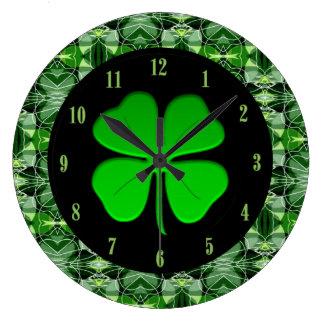 Reloj abstracto verde glorioso del trébol del