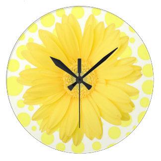 Reloj amarillo de la margarita