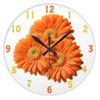 Reloj anaranjado de las margaritas del Gerbera