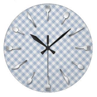 Reloj azul de la cocina de la guinga - país