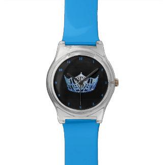 Reloj azul de la Srta. América corona el 28 de