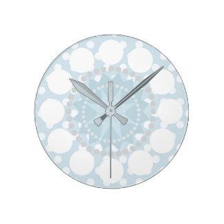 Reloj azul en colores pastel del lunar/de los