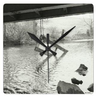 Reloj blanco negro del cuadrado de la fotografía