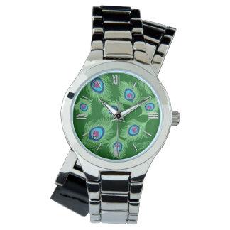 Reloj Cal y plumas azules del pavo real en verde