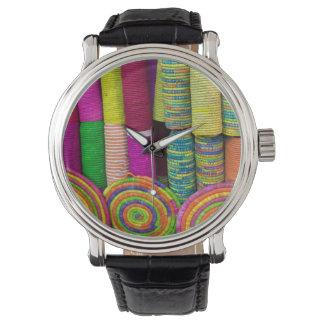 Reloj Cestas coloridas en el mercado