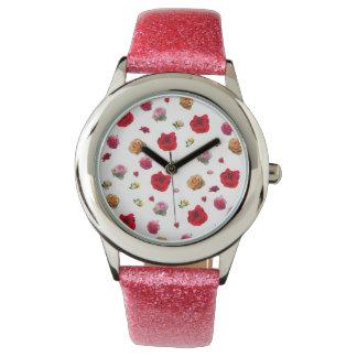 Reloj collage de los rosas en el fondo blanco