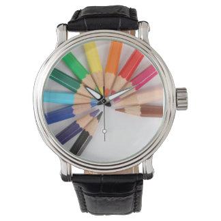 Reloj coloreado de la rueda de color del lápiz con
