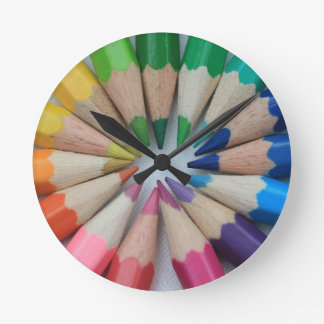 Reloj coloreado de los lápices