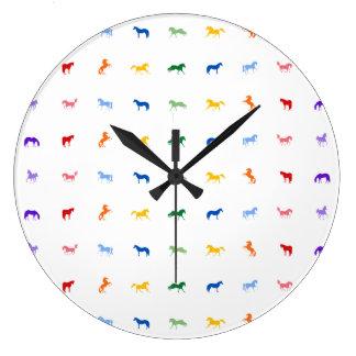 Reloj colorido de los caballos del arco iris