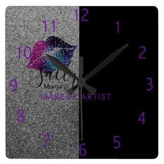 Reloj colorido de los labios del artista de