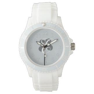 Reloj con monograma de la flor bonita elegante