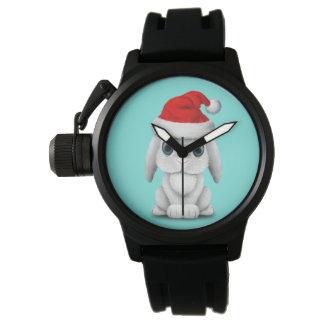 Reloj Conejito blanco del bebé que lleva un gorra de