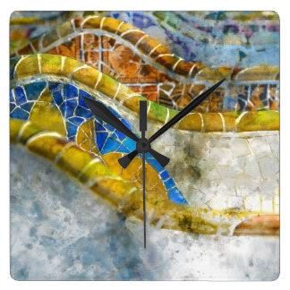 Reloj Cuadrado Bancos del mosaico de Parc Guell en Barcelona