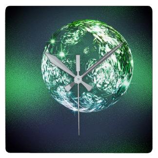 Reloj Cuadrado Bola verde tropical Calli de Universum del planeta