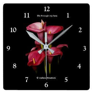 Reloj Cuadrado Calas púrpuras elegantes