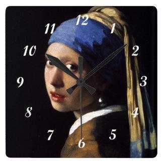 Reloj Cuadrado Chica de Juan Vermeer con un pendiente de la perla