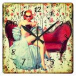 Reloj Cuadrado chica de pinturas victoriano en una máscara de más