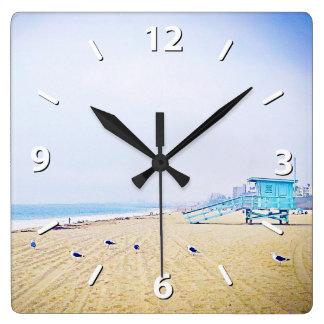 Reloj Cuadrado Cielo azul claro y foto de oro ligera de la playa