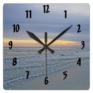 Reloj Cuadrado Costa hermosa de la isla del roble de la puesta