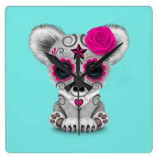 Reloj Cuadrado Día rosado de la koala muerta del bebé