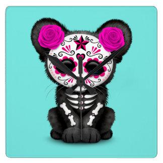 Reloj Cuadrado Día rosado de la pantera negra muerta Cub