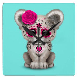 Reloj Cuadrado Día rosado del león Cub muerto