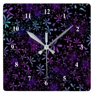 Reloj Cuadrado Flores florales púrpuras de la aguamarina retra