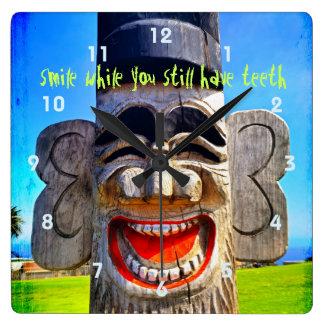 Reloj Cuadrado Foto de risa tonta de la cara de los dientes de la