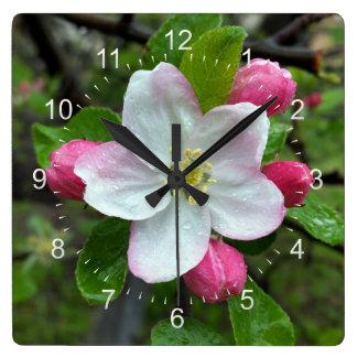 Reloj Cuadrado Gotas de lluvia en poca flor